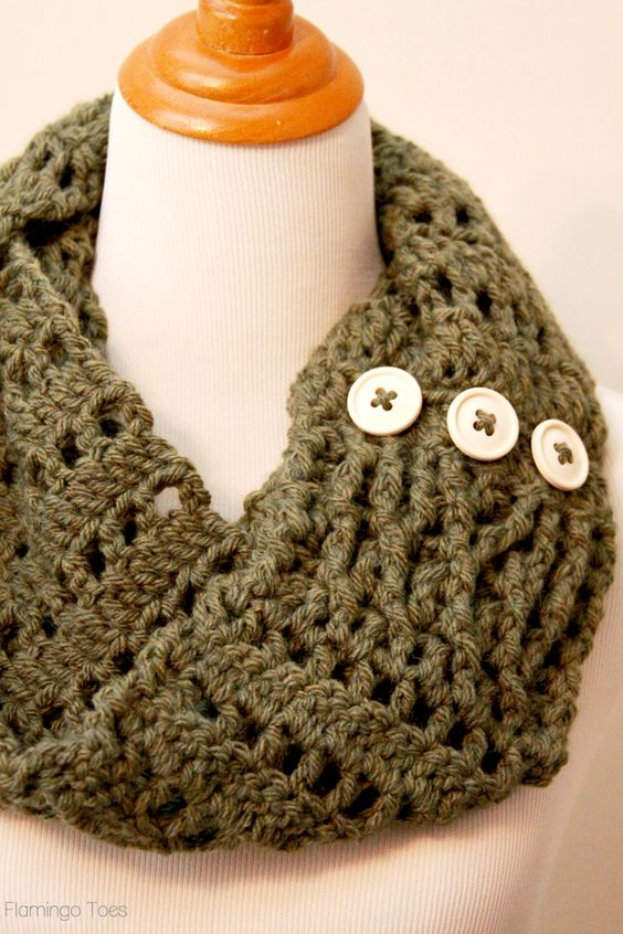 Free Crochet Infinity Scarf Patterns With Buttons : Chunky Crochet Infinity Scarf - Crochet infinity scarves ...