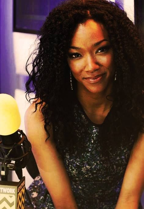 Sonequa Martin-Green, can we just talk about how beautiful this woman is?!