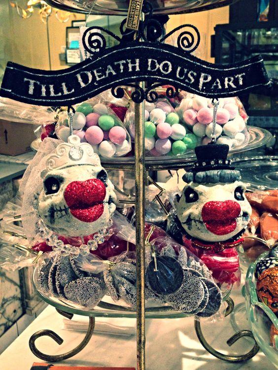 Till death do us part kissing skull fish. La Rue Du Chocolat  Laguna beach, California