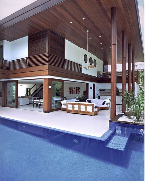 Casa de praia em iporanga piscina madeira e branco for Projeto x piscina