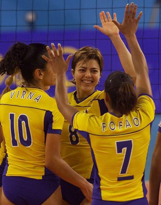 26set2000---brasileiras-virna-e-leila-c-e-fofao-comemoram-um-ponto-na-vitoria-sobre-a-alemanha-em-jogo-da-olimpiada-de-sydney