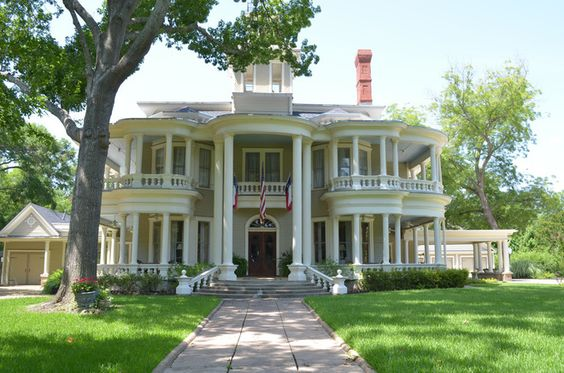 How To Research Your Home S History House Traditional Exterior Victorian Homes