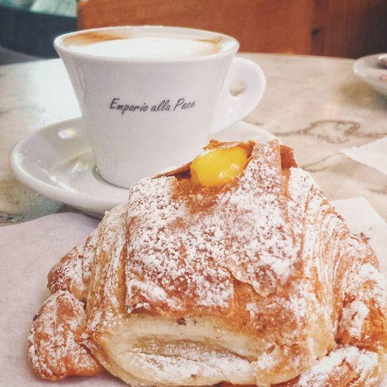 Vabbè #buongiorno #goodmorning #cappuccino #coffeelovers #coffeeoftheday #italiancoffee  #igersroma #vscoitaly by rossdibi