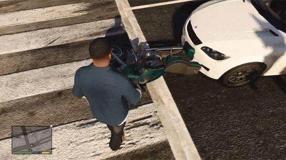 """10 momentos que pareciam ser vida real, mas eram GTA  7. """"Motociclista é atropelado, sobrevive e ainda sai andando"""""""