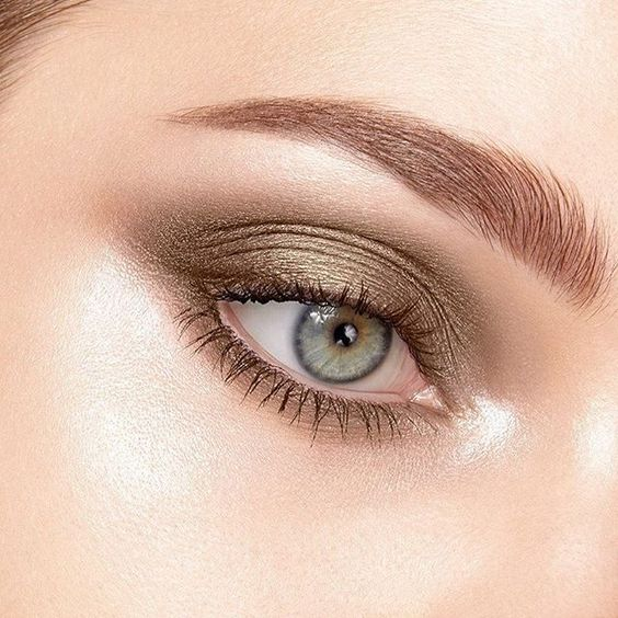 The perfect shade of olive green with a hint of gold shimmer, our Tobacco Road TR-94 Swift Shadow is perfect for creating a softer smoky eye with a twist. Fabulous on green, hazel or brown eyes! #eyeshadow #pressedeyeshadow #olivegreen #gold #organic #makeup #musthave