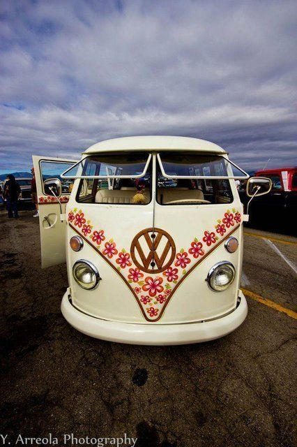 vw combi white with flowers vw bus volkswagen vwbus re pinned to. Black Bedroom Furniture Sets. Home Design Ideas