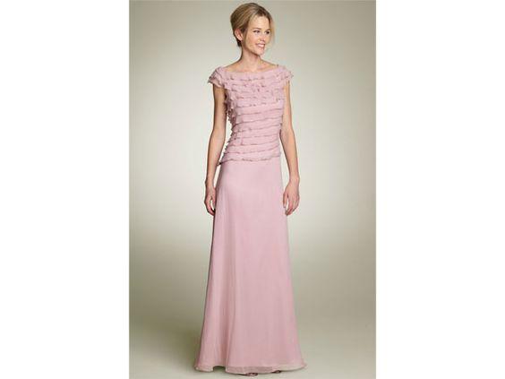 Ideas de vestidos para la mam de la novia y novio boda for Boda en jardin de noche como vestir