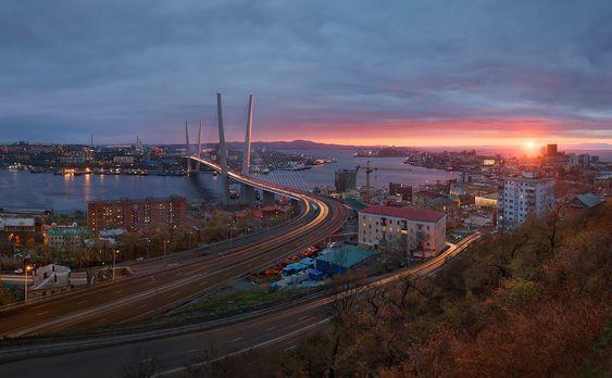 SOUND: http://www.ruspeach.com/en/news/7124/     Этот далёкий Владивосток, Россия  This far Vladivostok, Russia    далёкий [dal'òkij] - far, distant  далеко [dalikò] - far from, it is far     www.ruspeach.com