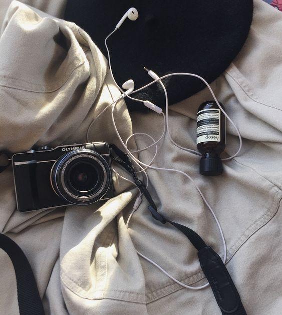 #beige #beigeaesthetic #ulzzang #bts #korean #black #blackaesthetic #aesop #beret #camera #aesthetic #cute #pretty