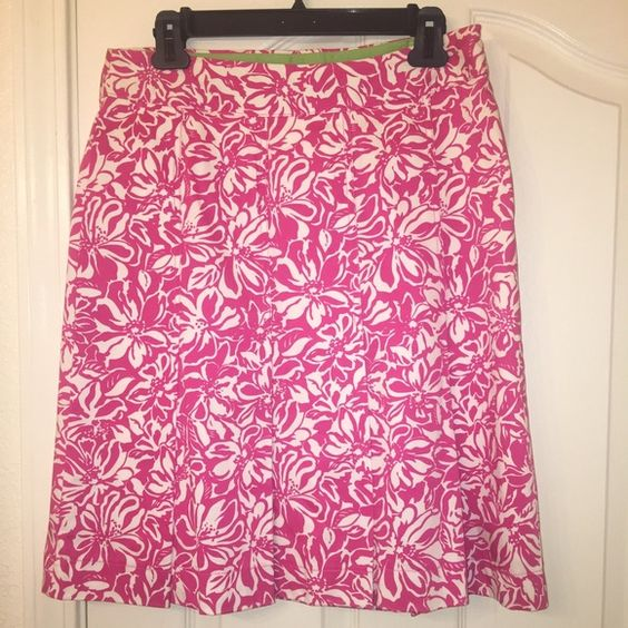 New Cute worthington floral pleat skirt Very beautiful cream/pink floral pleated skirt. It is above the knee length for me. New, tags out but  never worn from jc penny but dosent fit. Prefect for summer Worthington Skirts Mini