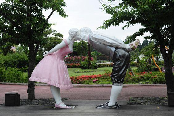 Công viên Love Land có những bức tượng vô cùng độc đáo
