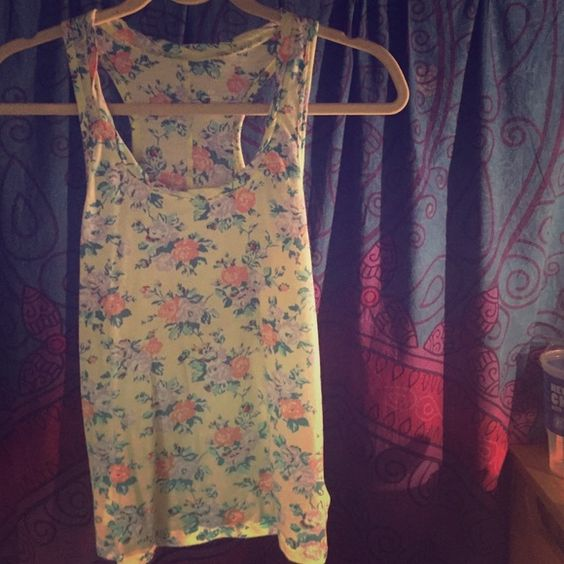 Razor back UO tank top Fun floral tank top that I no longer fit in Urban Outfitters Tops Tank Tops