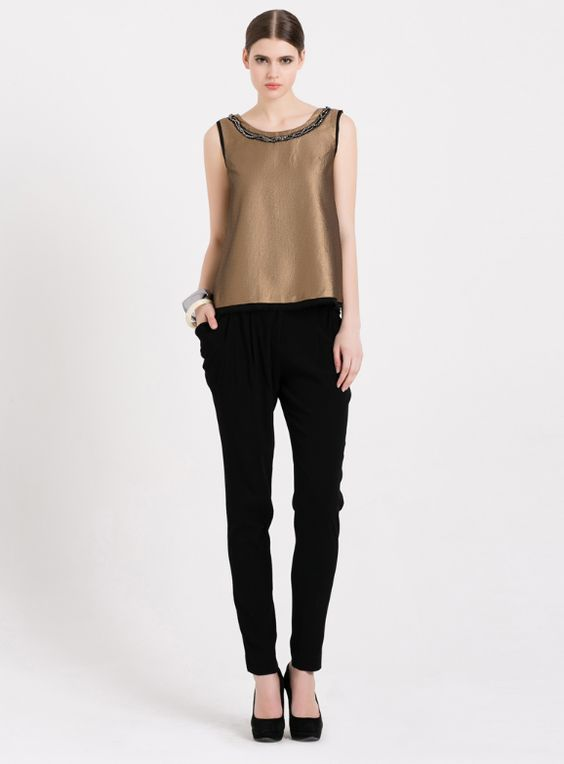 Autumn wardrobe basics: black pants. We all need at least a pair of these.