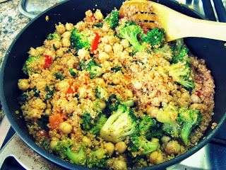 Schnelle Quinoa-Pfanne mit Brokkoli und Kichererbsen