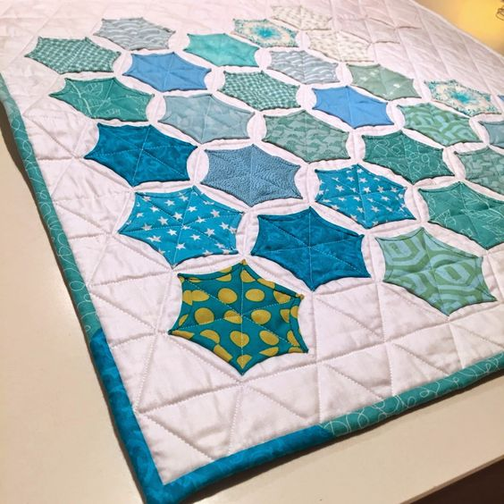 Free Quilt Pattern For Hexagon : Star quilts, Hexagons and Free tutorials on Pinterest