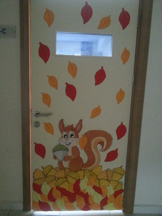 Doors fall and fall classroom door on pinterest for Porte decorate scuola