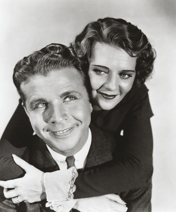 Ruby Keeler, (25 de agosto de 1909 – 28 de febrero de 1993) Con Dick Powell en 42nd Street.