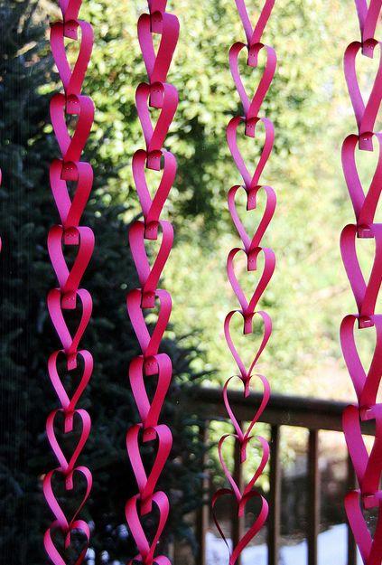 Paper hanging heart garland decor #valentinesday #valentinesideas