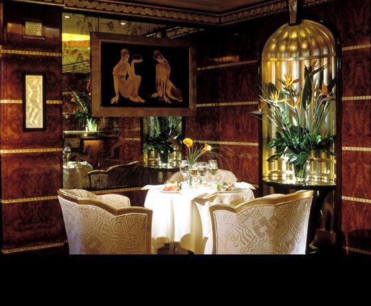 The Rivoli Bar . London - Isometrix