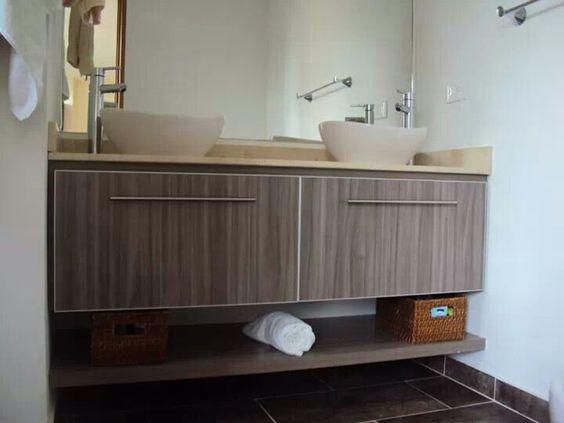 Mueble de ba o doble color humo mes n en m rmol crema for Marmol cocina colores