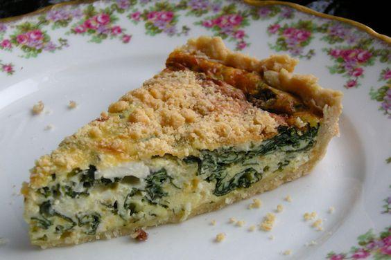 La torta pasqualina è una ricetta tipica della Liguria che viene farcita con bietole, uova e formaggio. Vediamo insieme la ricetta!