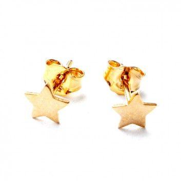Die Stern-Ohrstecker aus goldplattiertem Sterlingsilber vom Stuttgarter Label Maija Design sind eine tolle Ergänzung für deine sportlichen Styles.