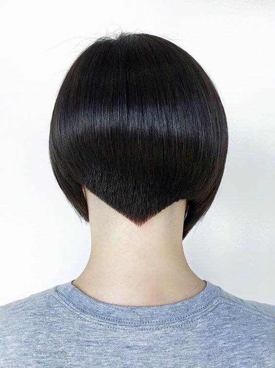 Sharp edge and rigorous modern forms are trendy in the entire fashion industry, so and when it talk about hairstyles.
