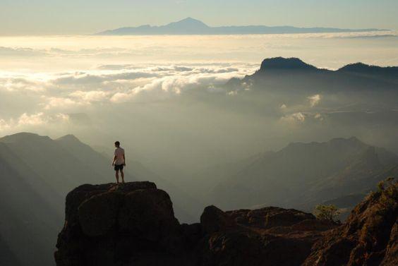 """Islas Canarias @7IslasCanarias  """"Tocar el cielo"""" debe ser algo parecido a esto #RoqueNublo #GranCanaria. Fotografía de @DavidBarber18"""