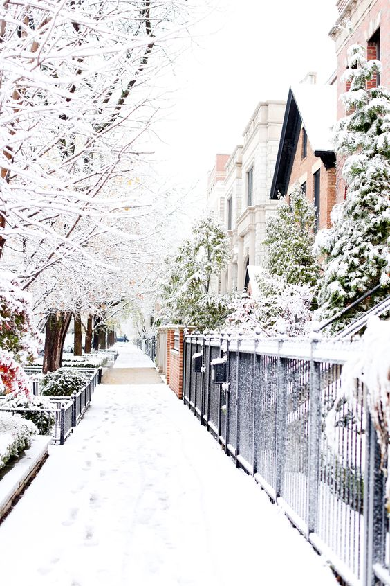 Your complete list of what to buy for a Chicago winter! Photo via Kelly In The City: