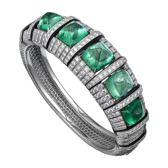 L'Odyssée de Cartier Parcours d'un Style 'Africa' high jewelry ring in Platinum, five cabochon-cut emeralds from Colombia totaling 39.01 carats, onyx, brilliants.