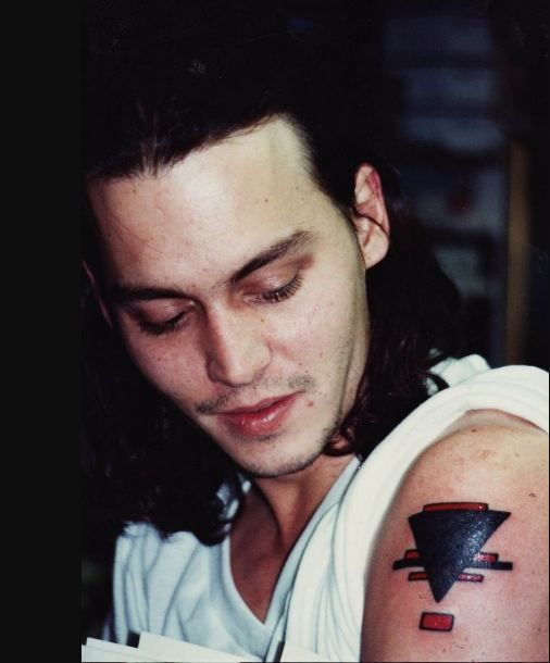 Johnny Depp Has A Tattoo Of Inverted Triangle On His Left Bicep The Inverted Triangle Is Related To An Art Related Idea Johnny Depp Tattoos Johnny Depp Johnny