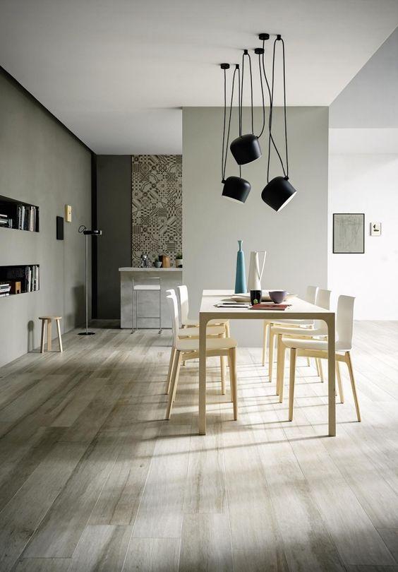 carrelage gris imitation parquet dans la salle à manger