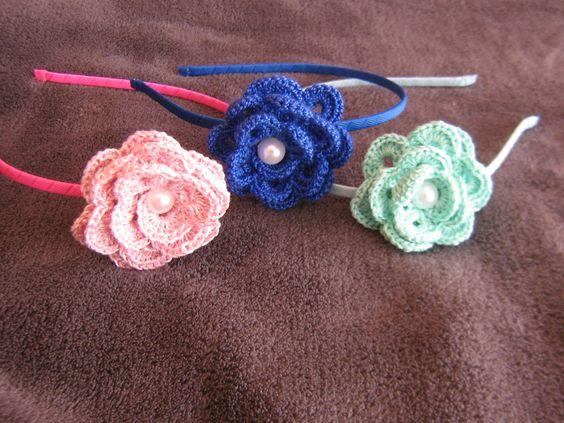 Preciosas diademas con adorno de flor tejida a ganchillo - Diademas de ganchillo ...