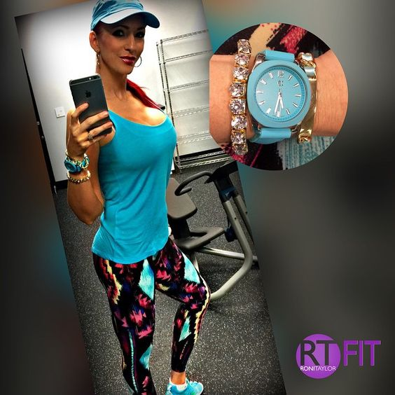 Good morning and happy Tuesday!! Some of my favorite workout gear from www.ronitaylorfit.com! ❤️️❤️️ #ronitaylorfit #moda #activewear #lulu #fashion #fitness #leggings