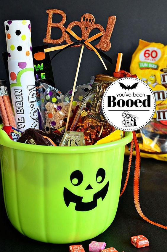 You've Been Booed Halloween Boo Basket with the best homemade Rice Krispie Treats. Tips and recipe at TidyMom.net