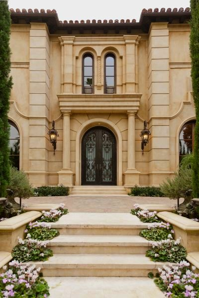 Exterior grand entry tuscan style home in beverly for Beautiful rich houses