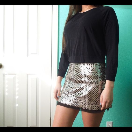 Free W/ Purch Sequin skirt •LAST ONE• It's a high waisted mini. Zipper on the side and not stretchy. Fully lined with an extra black layer at the bottom. 28 inch waist. Unbranded. Also available in medium. •No Trades• feel free to make an offer via offer button only. *Free with purchase of $35+. Just ask for this.* Please see description  Skirts Mini
