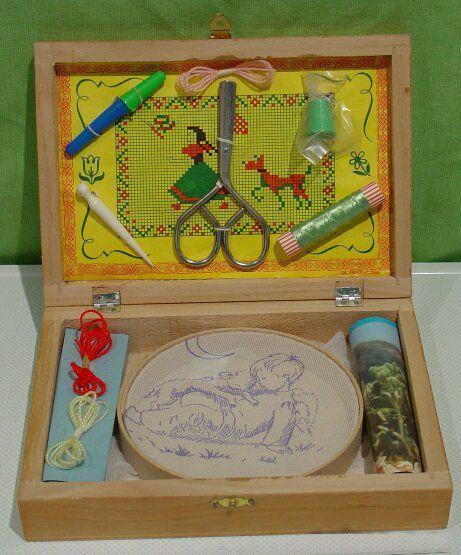 Juegos, juguetes y artículos antiguos-Caja de bordado y costura.