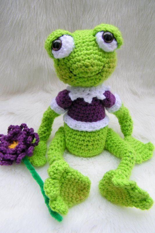 What an adorable crochet froggie!