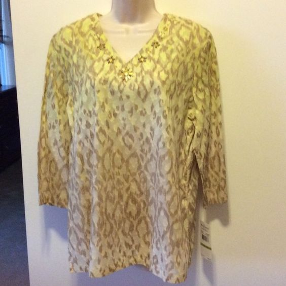 Alfred Dunner cotton tunic Tan on bottom, light lime green at top of this lovely tunic.    100 percent cotton. Alfred Dunner Tops Tunics