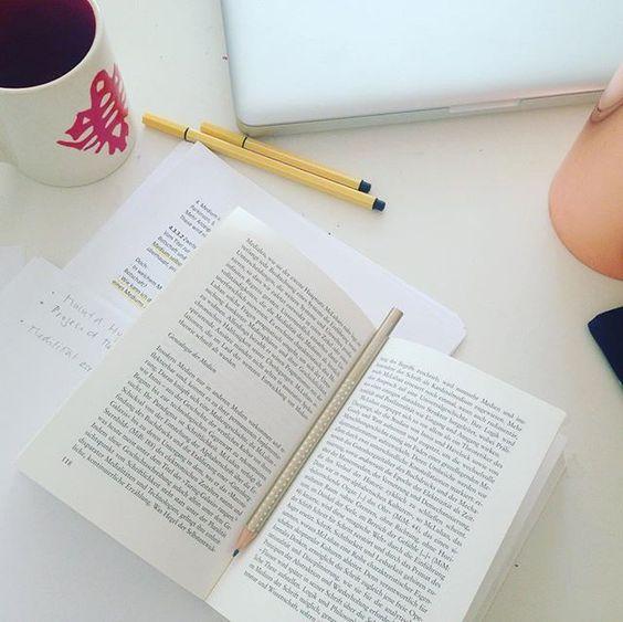 WRITERS WEDNESDAY!  Von der Idee zum Manuskript ! + Worksheet  Die eigene Idee ist immer die beste Idee. Nur - wie kommt man auf eigene Ideen?  10 Schritte zur eigenen Masteridee! Lies weiter auf: redbug-culture.com/blog!  #WritersWednesday #redbugbooks ##author #creativityfound #imagine #workspacewednesday #calledtobec