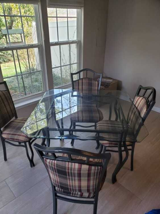 Glass Table And 4 Chairs Good Condition 2c Non Smoker Home One Small Chip In Glass 0d 0a 0d 0atable Is 45x45 9inches 0d 0 In 2020 Glass Table Table And Chairs Table