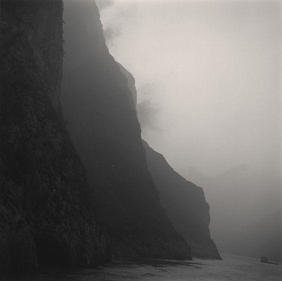 Lynn Davis, Three Gorges, Yangtze River, China, 2001