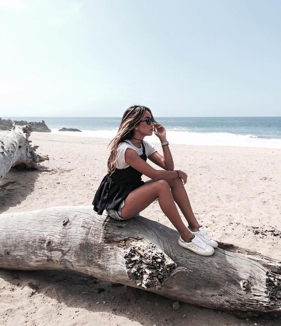 Beach day is today's topic for our #FIDMLife photo challenge. Share your beach photo with us for a chance to win a prize. Peek the rest of this month's topics: @thefidmlife (: FIDM Grad @sincerelyjules)