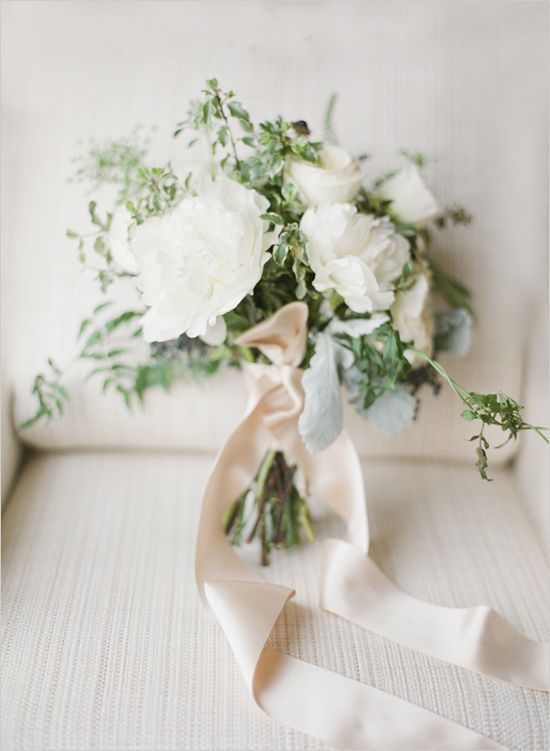 wintery white | wedding bouquet | leafy bouquet | ribbon wrapped bouquet | #weddingchicks