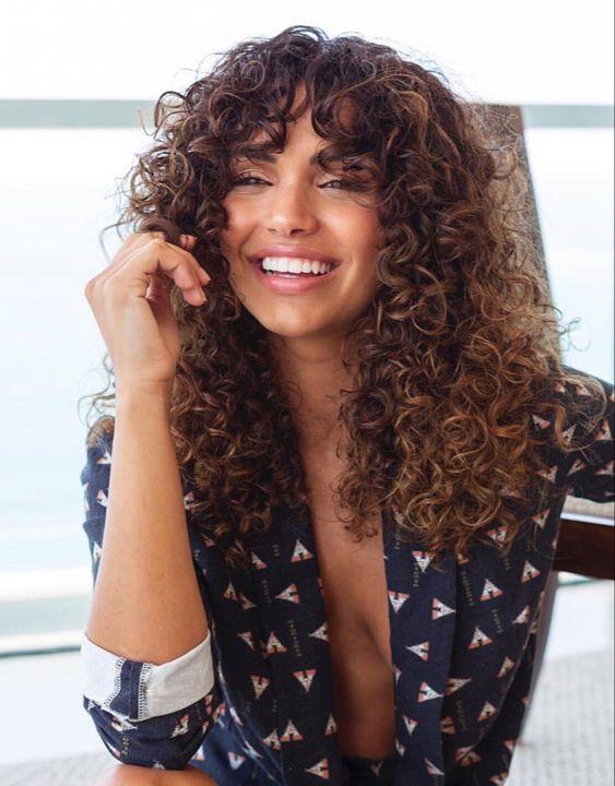 Natural curly hair with bangs hair style #curls #cacheadas #transiçãocapilar