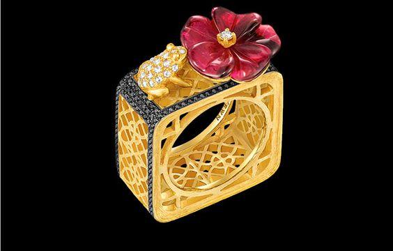 Anello in oro bianco, giallo, diamanti bianchi e neri, tormalina