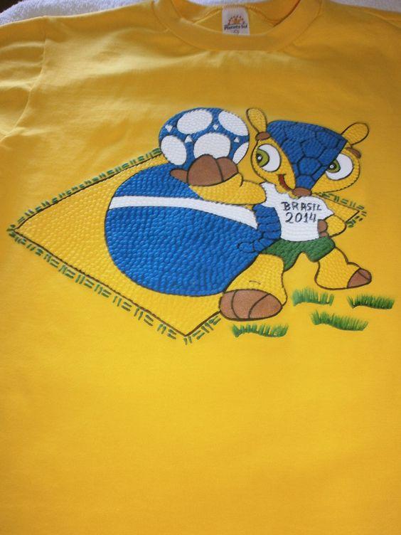 Camiseta Básica com Mascote - Bandeira do brasil