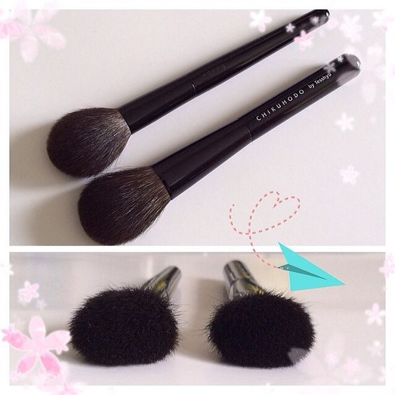 suqqu brushes. left: #suqqu cheek brush. right: #chikuhodo z-4 (which chikuhodo calls a cheek/highlight brush) both are made of grey\ suqqu brushes