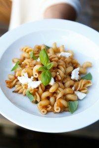 Pasta alla Norma ist ein Klassiker aus Sizilien mit Tomaten, Auberginen und Ricotta.